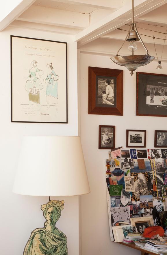 maya-interieur-parisien-appartement-atelier-artiste-parisienne-lampe-lieux